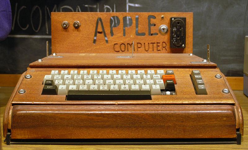 http://upload.wikimedia.org/wikipedia/commons/thumb/a/a1/Apple_I_Computer.jpg/800px-Apple_I_Computer.jpg